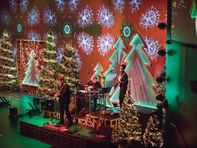 christmaslighting1.jpg