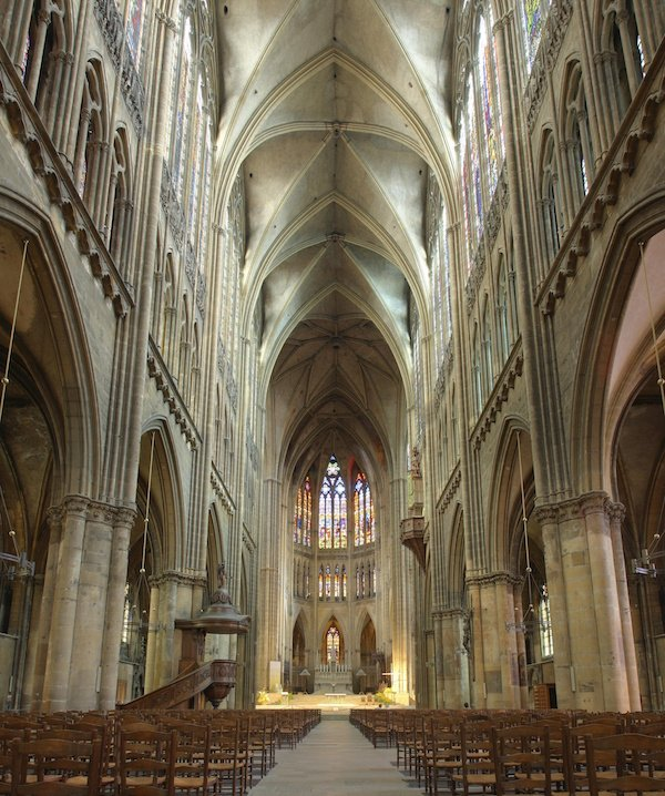 Cathedrale_Metz_Nef_pano.jpg