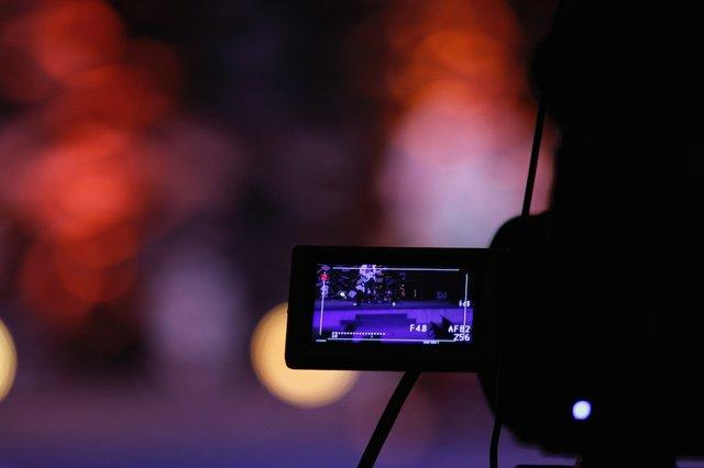 blur-camera-camera-equipment-639090.jpg