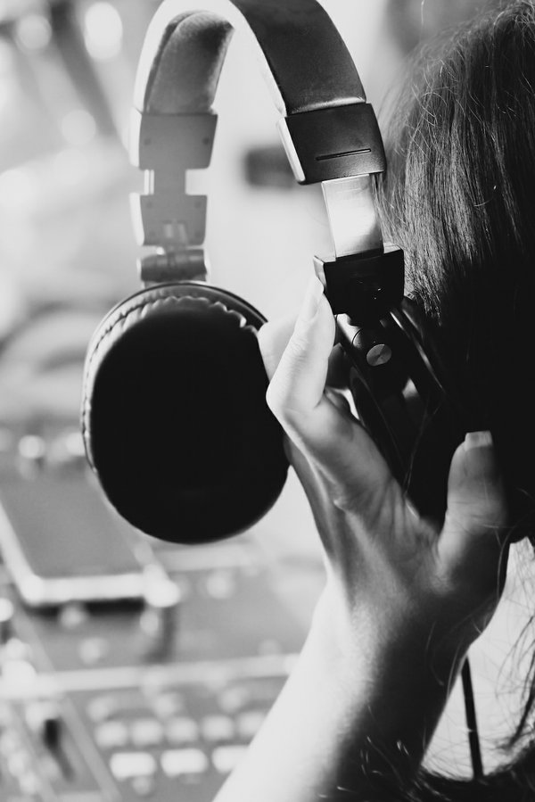 headphone lady.jpg