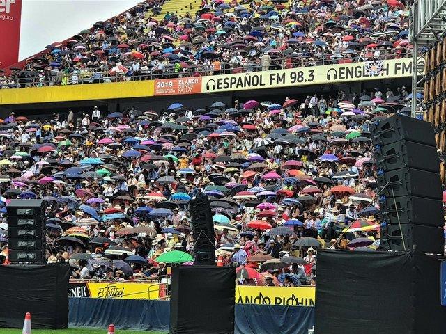 Worship Ecuador 1.jpg