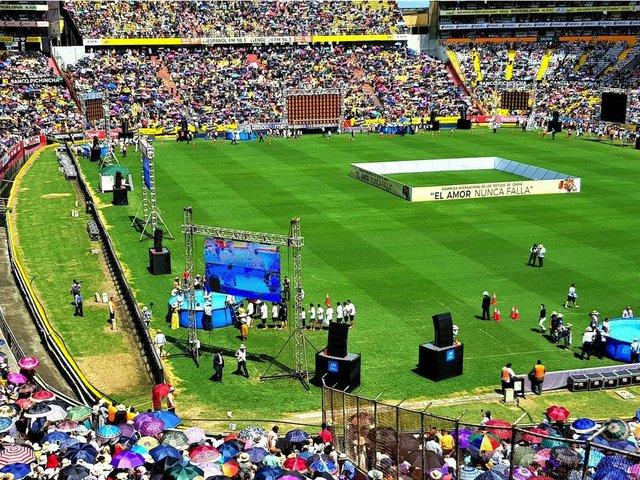 Worship Ecuador 2.jpg