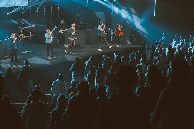 A Worship Service at Lake Hills Church.jpg.jpe