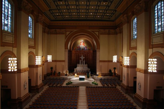 Saints_Peter_&_Paul_Cathedral_(Indianapolis,_Indiana),_interior,_nave_view_from_the_organ_loft.jpg.jpe