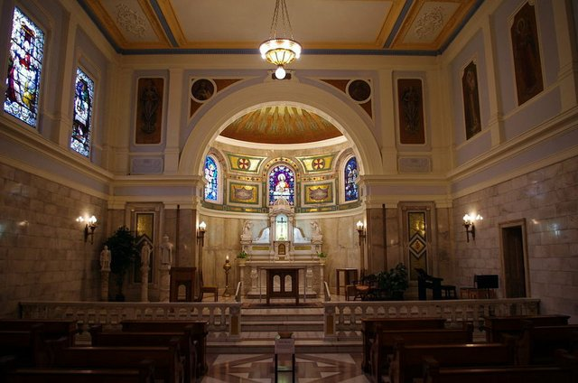 1024px-Saints_Peter_&_Paul_Cathedral_(Indianapolis,_Indiana),_Blessed_Sacrament_Chapel,_interior,_nave.jpg.jpe