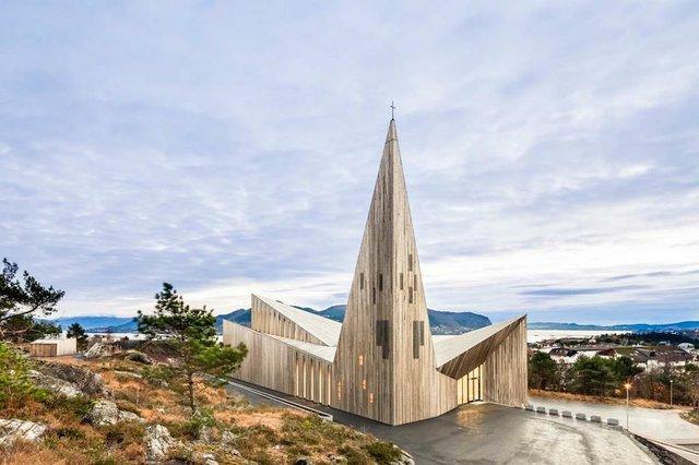 Community Church Knarvik-sized.jpg.jpe