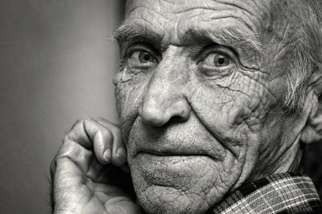 elderly man close up.jpg.jpe