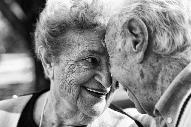 elderly couple face to face.jpg.jpe