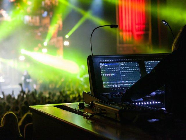 digital consoles under 10K image.jpg.jpe