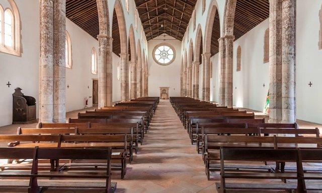 santarem,_portugal_church2-sized.jpg.jpe
