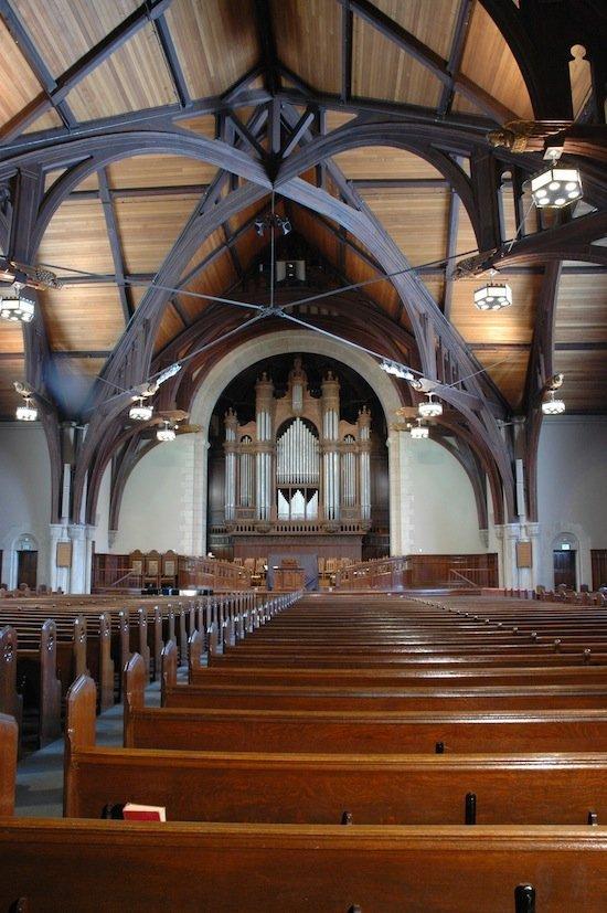 02_-_interior_-_front_-_whole_church_550.jpg.jpe