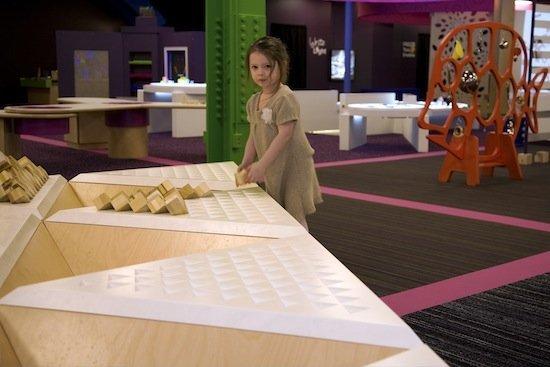 architecture_is_fun_-_image_of_girl-550.jpg.jpe
