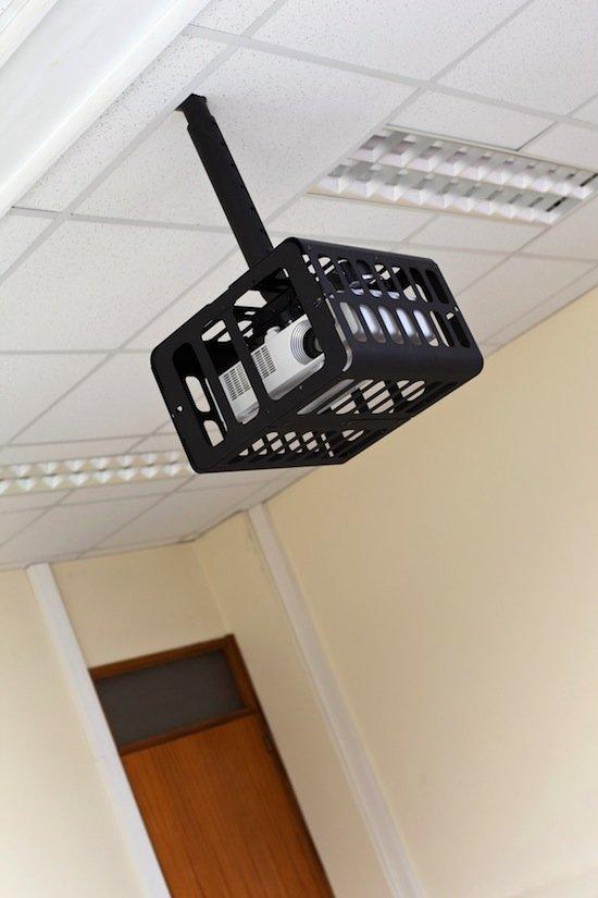 projector_in_univ_classroom_550.jpg.jpe