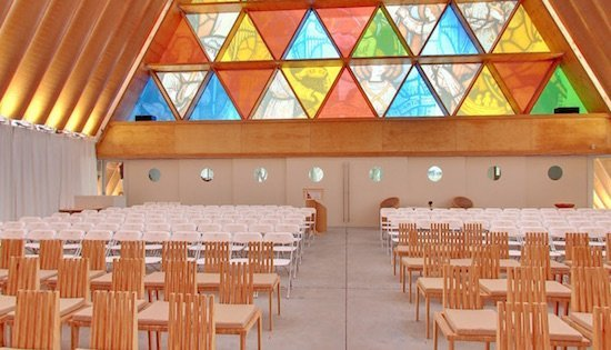 cardboard_cathedral_interior_matt_jenkinson_550.jpg.jpe