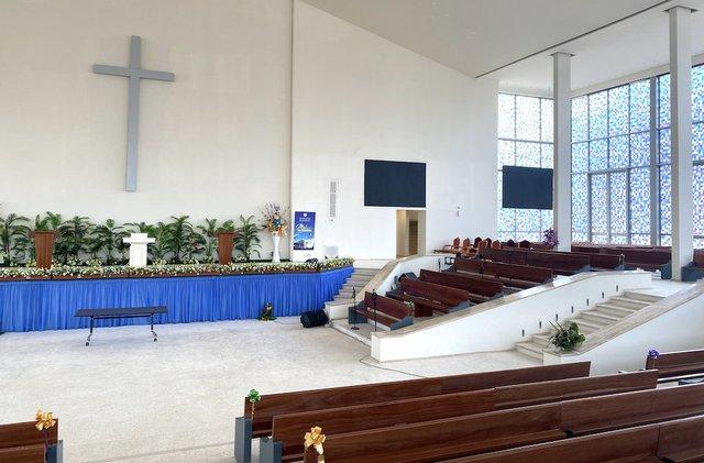 Abidjan Church 2.jpg