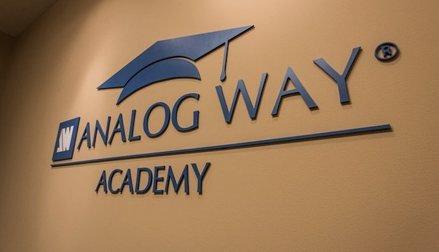 Analog_Way_Training_Academy_logo.jpe